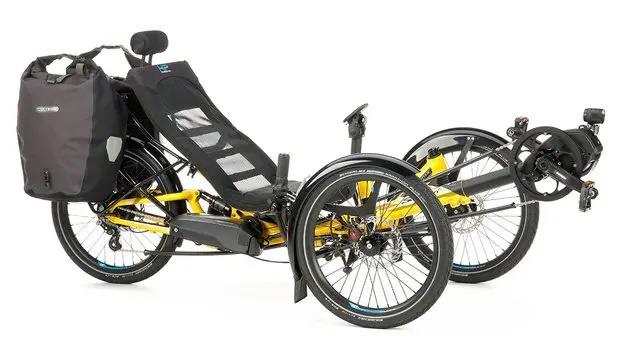 vollgefedertes-touren-trike-scorpion-fs-20-mit-fahrradtaschen
